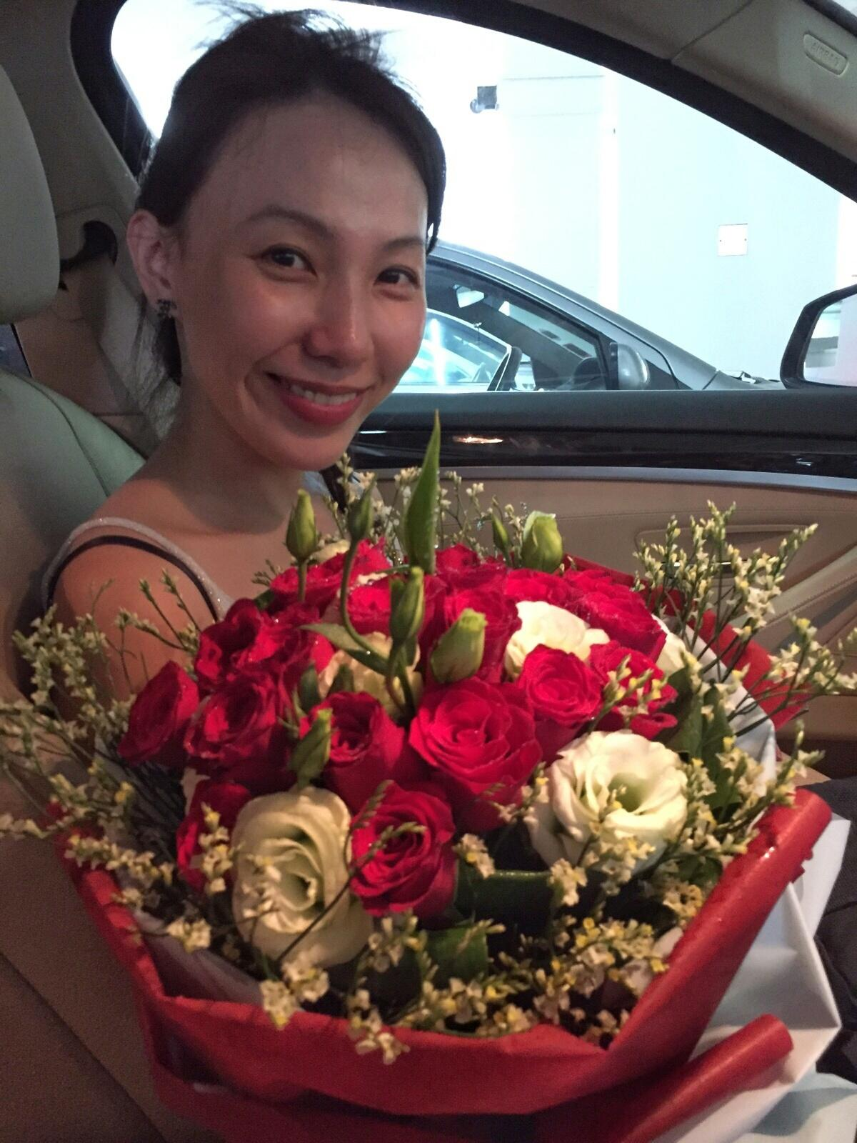 Thinking hard if I should post this unglam phot but this is the moment where I got my flowers..
